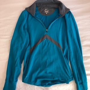 NIKE PULLOVER SIZE M